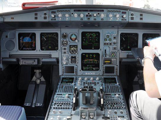 800px-A330_Cockpit